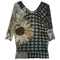Блуза с цветком